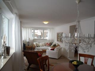 LLAG Luxury Vacation Apartment in Feldafing - 1076 sqft, pleasant, central, comfortable (# 4390) - Geltendorf vacation rentals