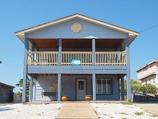 3 bedroom 2 bath remodeled home just a short walk to the beach! - Port Aransas vacation rentals