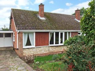 ORTON VIEW, pet-friendly, single-storey cottage, woodburner, off road parking, garden, near Kinver, Ref. 21612. - Staffordshire vacation rentals