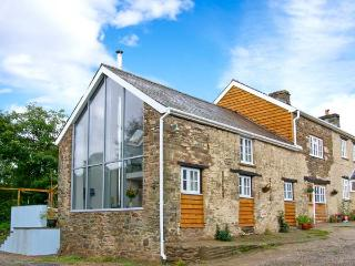 THE BARN AT GLANOER, stone-built barn conversion, roll-top bath, woodburner, an away-from-it-all location, near Hundred House, R - Hundred House vacation rentals