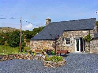 GARTH MORTHIN THE STABLES, pet-friendly, woodburner, WiFI, close to the beach, lovely luxury cottage near Morfa Bychan, Ref. 27053 - Morfa Bychan vacation rentals