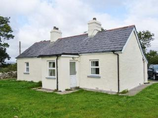 ELLIE'S COTTAGE, single-storey,solid fuel stove, near Newport, County Mayo, Ref 29499 - County Galway vacation rentals
