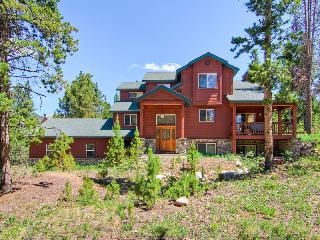 Large, spacious pet friendly home with outdoor hot tub, two minute drive to downtown(Hot tub, Pet Friendly, shuttle on demand 2014/15 season) - Antlers Ridge Lodge - Breckenridge vacation rentals