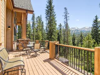 Modern chateau-style home with mountain views, private theater, hot tub, free shuttle (amazing views, free shuttle) - Mont Vista Châteaux - Breckenridge vacation rentals