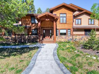 Secluded townhouse with sweeping mountain views, home theater, hot tub, and gondola parking passes (game room, views, spacious) - Whispering Pines South - Breckenridge vacation rentals
