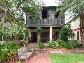 Charming, family-friendly cottage with green play space in heart of Rosemary Beach - Cotton-Carrigan Cottage - Inlet Beach vacation rentals