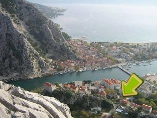 Bright 2 bedroom Apartment in Omis - Omis vacation rentals