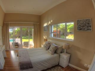Comfortable 5 bedroom Villa in Cape Saint Francis - Cape Saint Francis vacation rentals