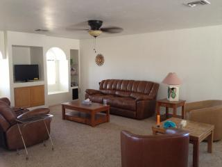 Fully furnished bungalow in sunny Lake Havasu! - Arizona vacation rentals