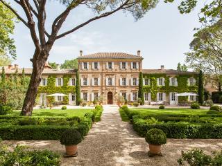Chateau des Oliviers - Saint-Martin-de-Crau vacation rentals