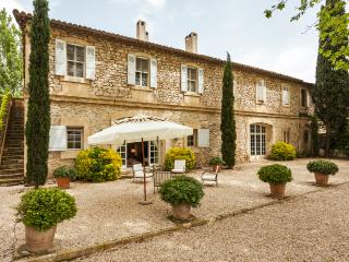 Comfortable Villa with Internet Access and Central Heating - Saint-Martin-de-Crau vacation rentals