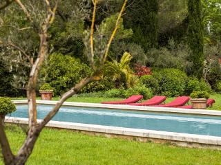 Comfortable 5 bedroom Saint-Martin-de-Crau Villa with Internet Access - Saint-Martin-de-Crau vacation rentals