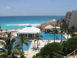 Garden - Ocean Studio A003 On The Beach Sleeps 4 - Cancun vacation rentals