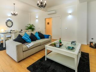 1 bedroom Condo with Internet Access in Porto - Porto vacation rentals