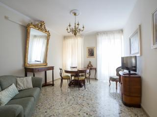 MARONCELLI, Quiet two-bedroom flat (35) - Florence vacation rentals