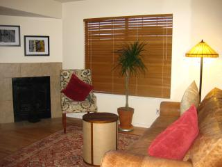 2 BR 1.5 bath townhouse in the heart of ABQ - Albuquerque vacation rentals