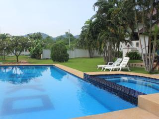 Casa Hua Hin - Charming 3 bedroom (pool) villa - Hua Hin vacation rentals