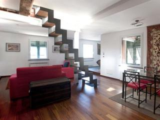 SPACIOUS 2BR/2 BATH/HISTORIC CENTER+FREE WIFI - Genoa vacation rentals