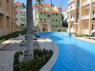 Estrella del Mar 2BR two level spacious condo! - Bavaro vacation rentals