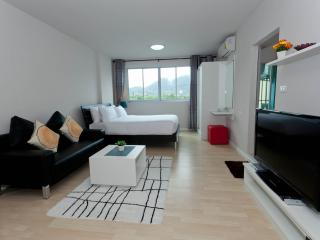 Stay in the heart of Phuket Dcondo Kathu RFH000344 - Kathu vacation rentals