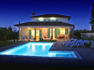 Luxurious 5 bedroom villa with private pool near Rovinj - Rovinjsko Selo vacation rentals