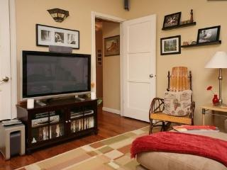 Secluded Yet Convenient Apartment in Toluca Lake - Burbank vacation rentals