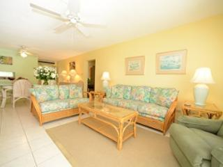 Living Room - Grndfl Steps to Beach- #19 Harbour Heights 7MB - Seven Mile Beach - rentals
