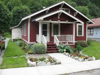 1917 Roailroad cabin in quiet Skykomish Wa - Index vacation rentals