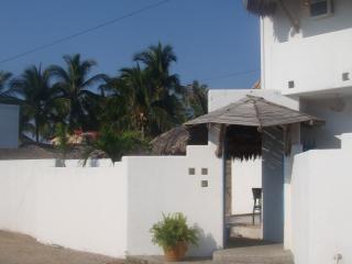 Villa Blanca Pie de la Cuesta Acapulco - Pie de la Cuesta vacation rentals