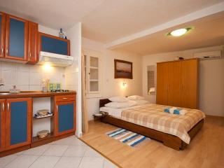 Studio apartment for two in Baska - Baska vacation rentals
