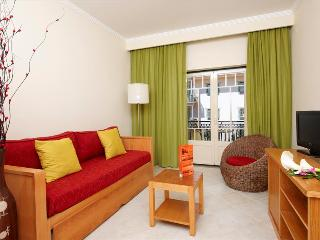 ONE BEDROOM APARTMENT FOR FOUR PEOPLE 5 MINUTES WALKING FROM OURA BEACH, IN ALBUFEIRA - REF. QPB127176 - Albufeira vacation rentals