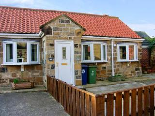 THE STABLES, enclosed garden, close to the beach, WiFi, central village location, ground floor cottage in Marske-by-the-Sea, Ref. 30829 - Marske-by-the-sea vacation rentals