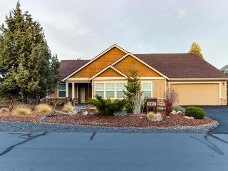 Fantastic high-desert home with jetted tub, access to shared pools & hot tub - Redmond vacation rentals