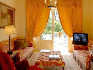 Bright 4 bedroom Menaggio Villa with Internet Access - Menaggio vacation rentals
