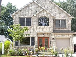 """Ready for Super Bowl"" Gorgeous 4 Bedroom Central Hall Colonial - Little Ferry vacation rentals"