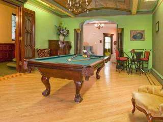 CITI MANSION APPROX. 15 MINUTES FROM TIMES SQUARE - New Jersey vacation rentals
