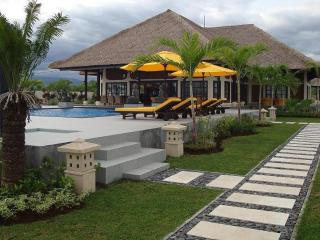 Luxury private villa directly on the beach of Bali - Temukus vacation rentals