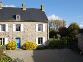 Restored farmhouse in the lovely Val de Saire - Fontenay-sur-Mer vacation rentals