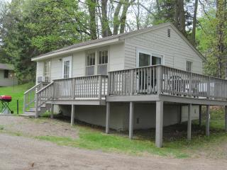 2 bedroom Cabin with Deck in Cushing - Cushing vacation rentals