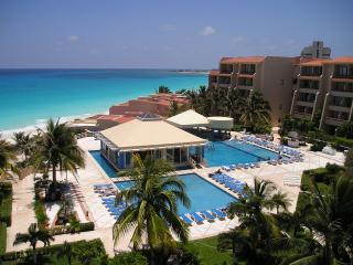 Econ Lagoon View Studio On The Beach - Cancun vacation rentals