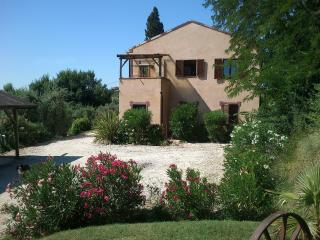 Tranquil location close to sea and mountains - Ripatransone vacation rentals
