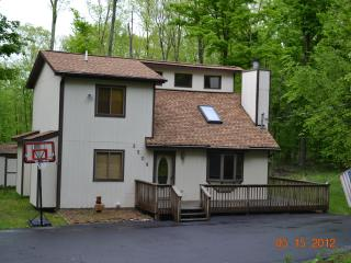 Great Hideout Home with Pool Table - Pennsylvania vacation rentals