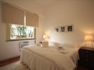 ★Gustavo 101 B - Rio de Janeiro vacation rentals