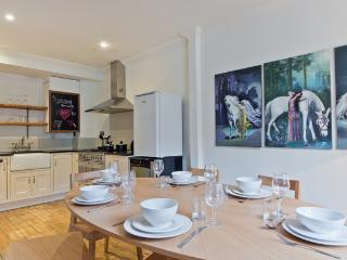 Fantastic 3 bed mews house near Hyde park - London vacation rentals