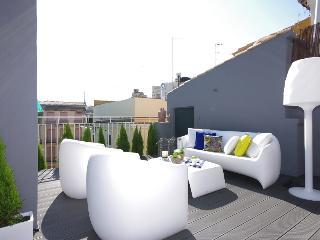Beautiful 2 bedroom Valencia Apartment with Internet Access - Valencia vacation rentals