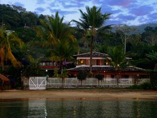 Luxury beach house, high level comfort & service - Paraty vacation rentals