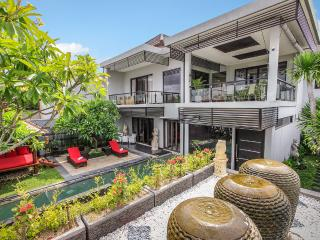 Villa Cascade Seminyak, Swim up pool bar PROMO !! - Seminyak vacation rentals
