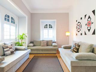 CHIADO HISTORICAL CENTER 4 BEDROOMS up to 15 GUEST - Lisbon vacation rentals