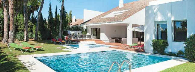 Pool and Garden - Puerto Banus Holiday Villa - Marbella - rentals