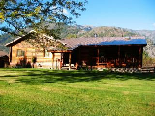 Beautiful 5 bedroom loghome with abundent wildlife - Leavenworth vacation rentals